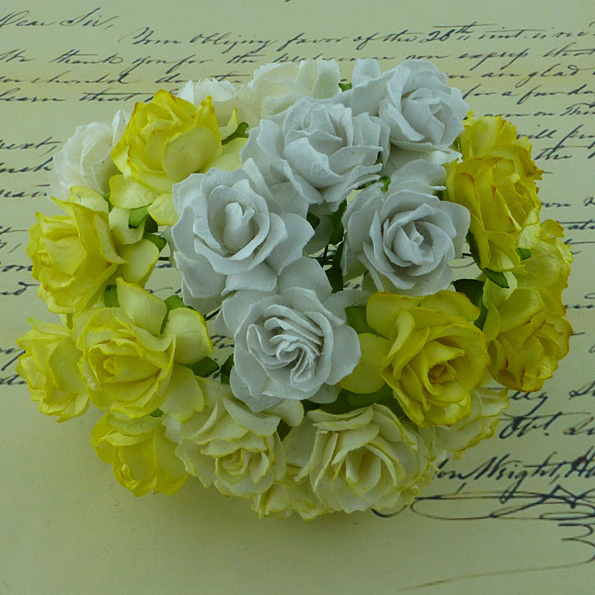 50 MIXED WHITE/CREAM MULBERRY PAPER WILD ROSES 30mm